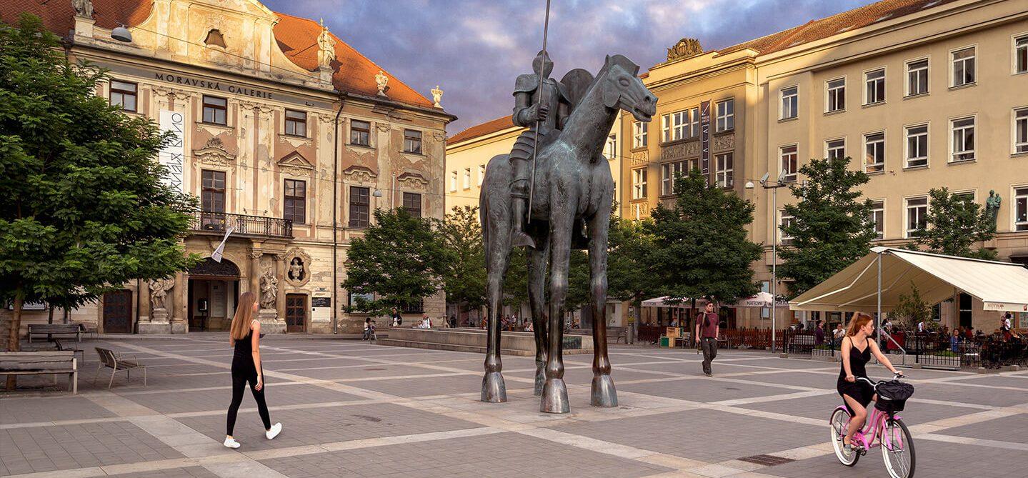 Socha Jošta na Moravském náměstí v Brně