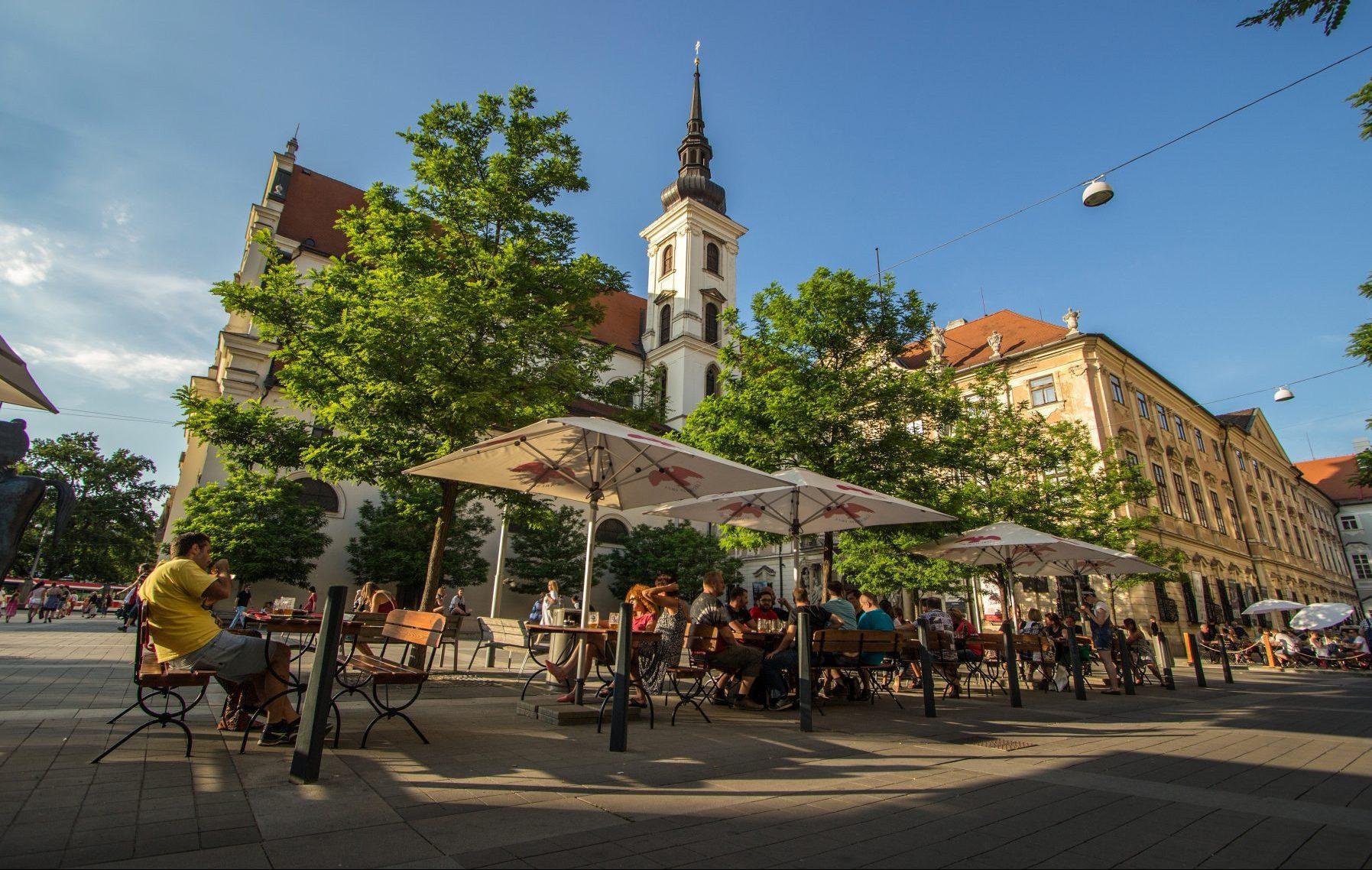 Moravské náměstí v Brně v létě