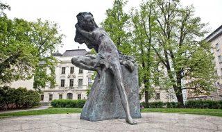 Jiří Marek: Cunning Little Vixen (Socha lišky Bystroušky) in Brno