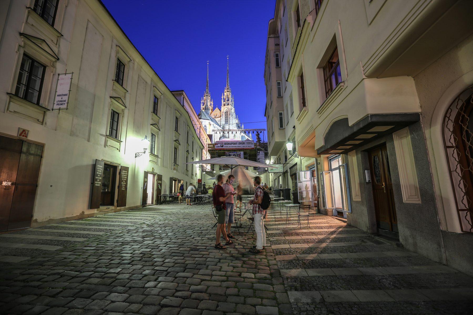 Kapucínské náměstí v Brně, pohled na Petrov
