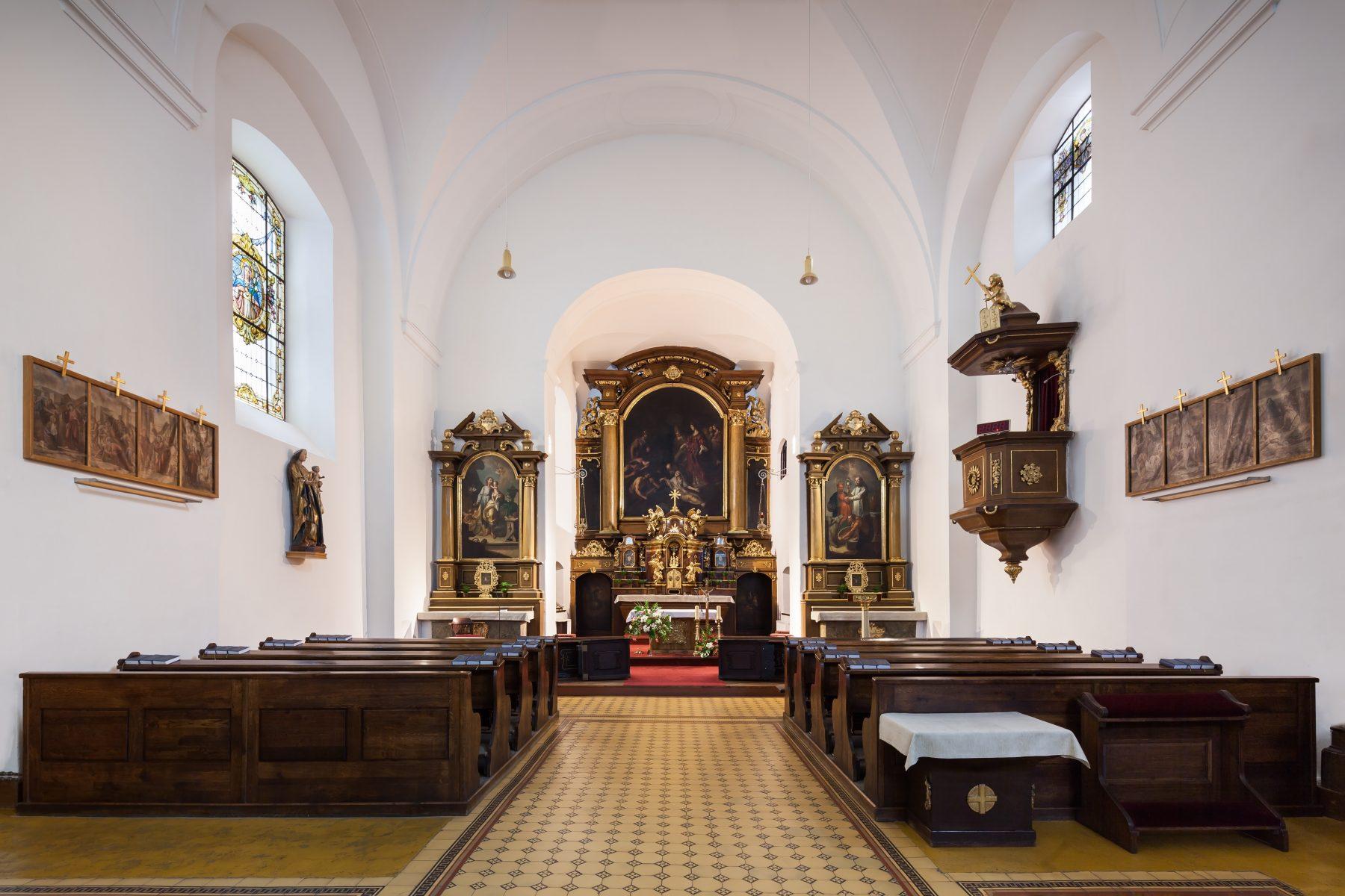 Kostel Nalezení sv. Kříže na Kapucínském náměstí v Brně - interiér v Brně