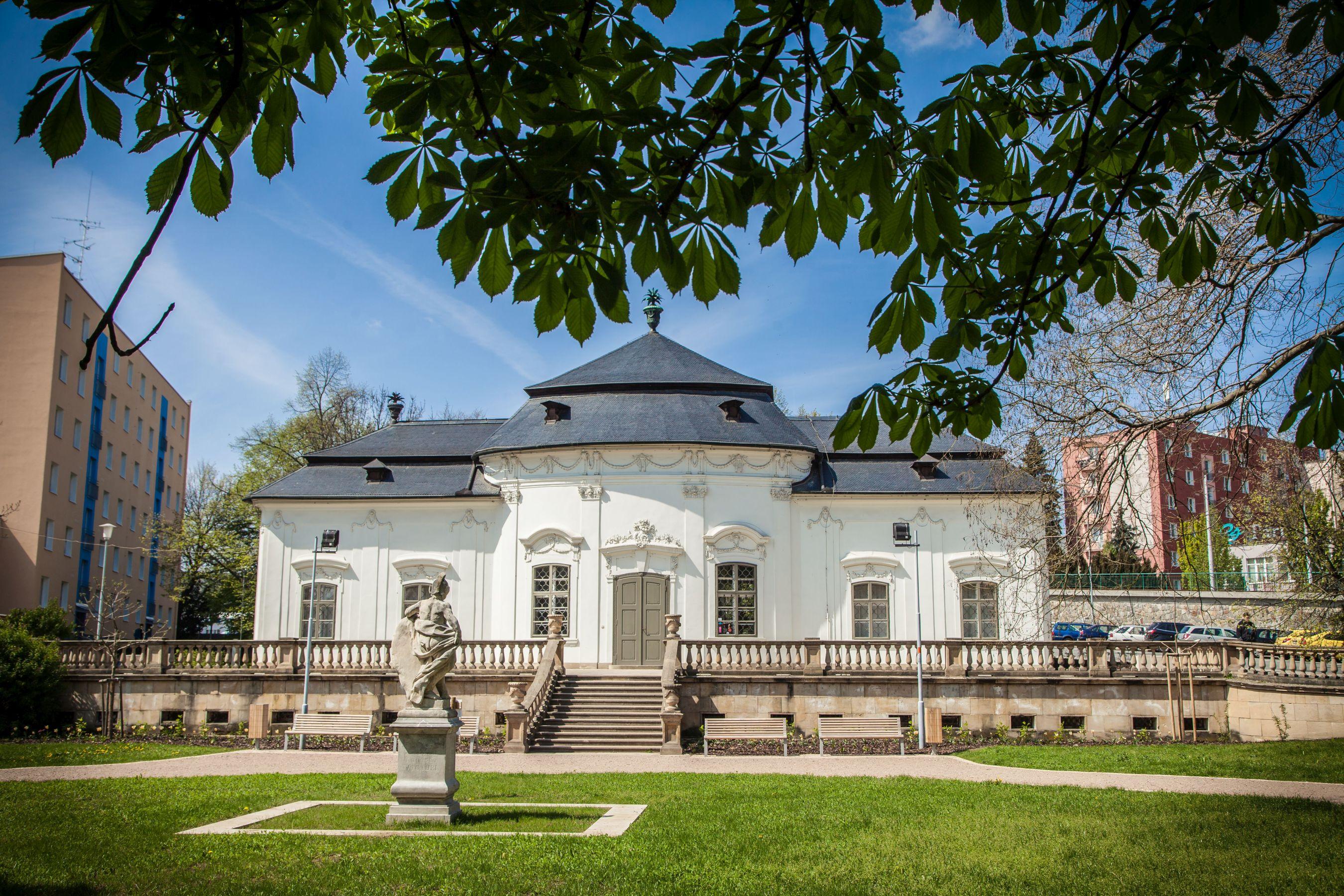 Summer villa of the Mitrovský family (Letohrádek Mitrovských) in Brno