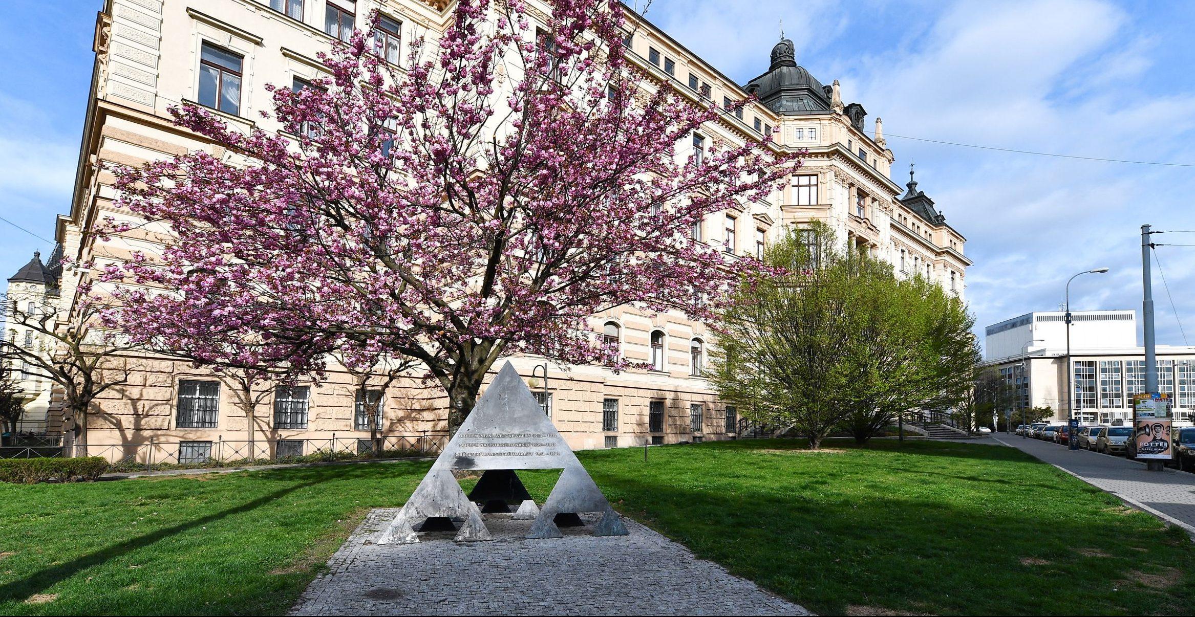 sculpture Michal Gabriel: Memorial of Three Resistance Movements in Brno