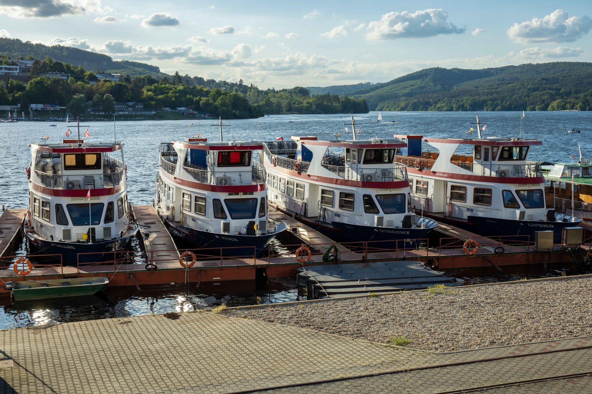 Brno´s reservoir - boat transport
