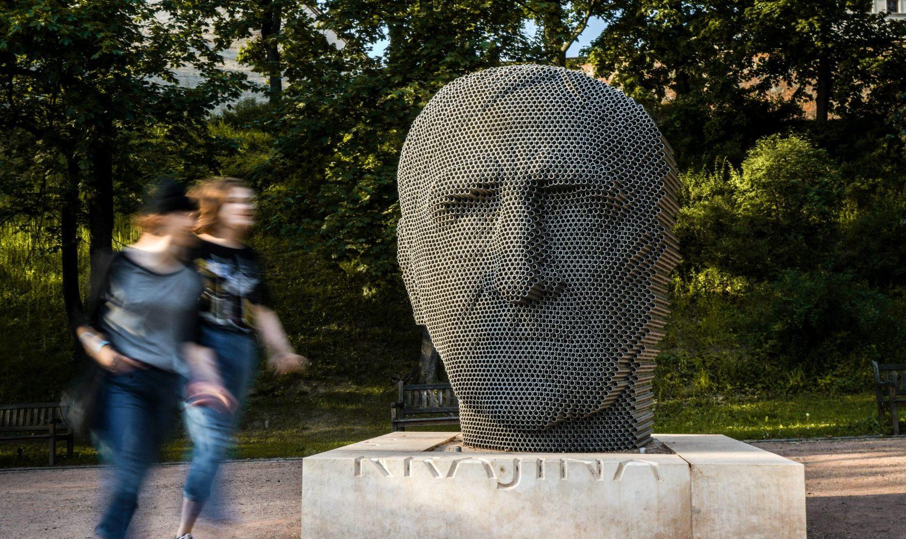 socha: Jiří Sobotka: Jan Skácel v Brně