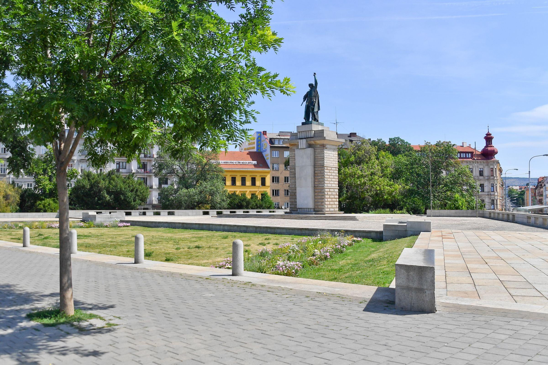 socha Vincenc Makovský: Rudoarmějec v Brně