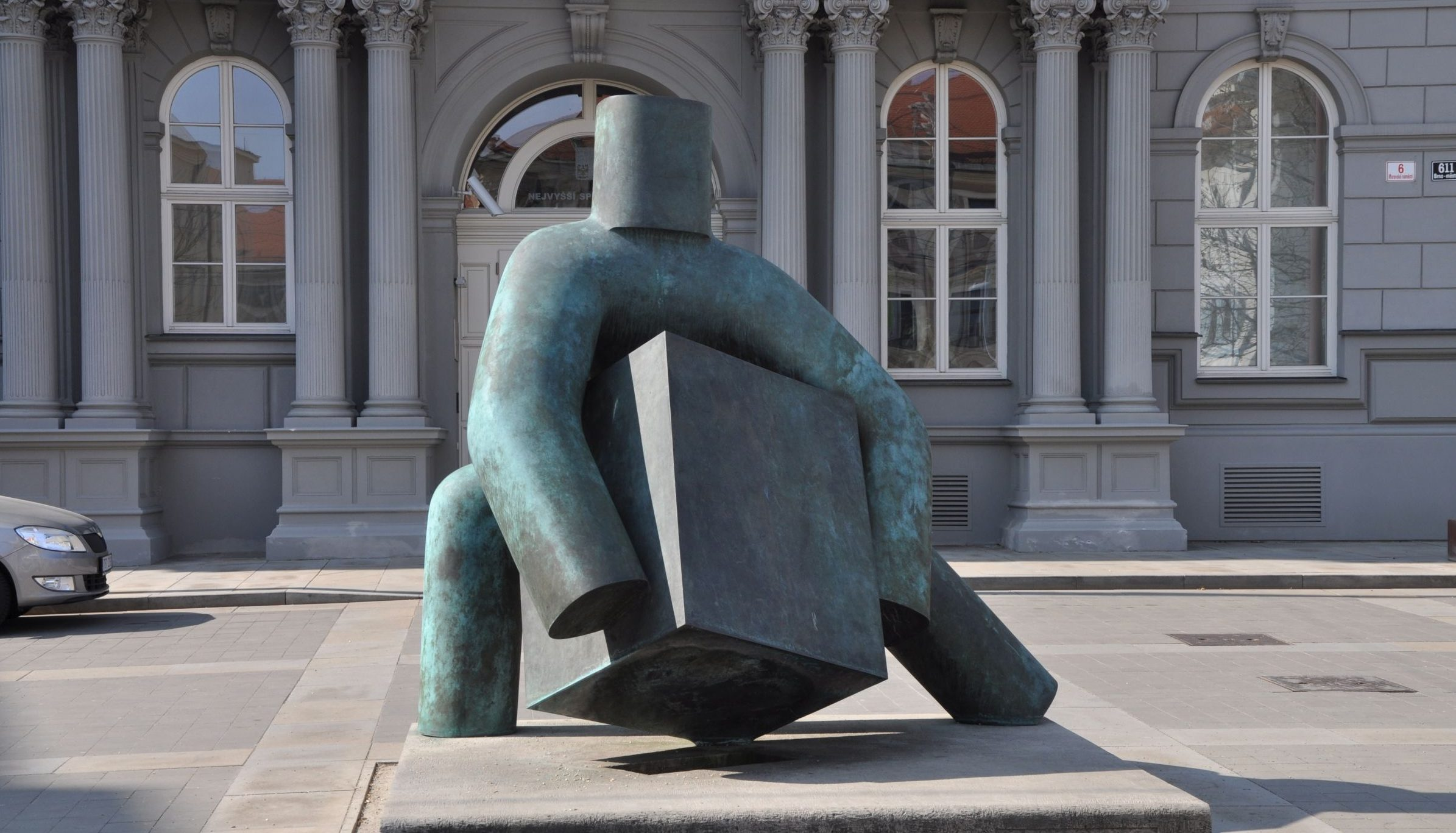 Statue: Marius Kotrba: Justice (Spravedlnost) in Brno
