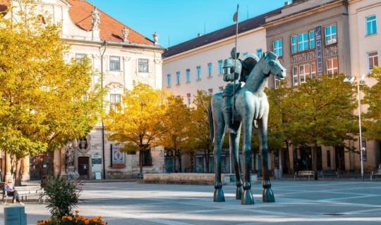 Moravian Square in Brno, statue of Jošt of Luxemburg, photo: Františka Uřičářová