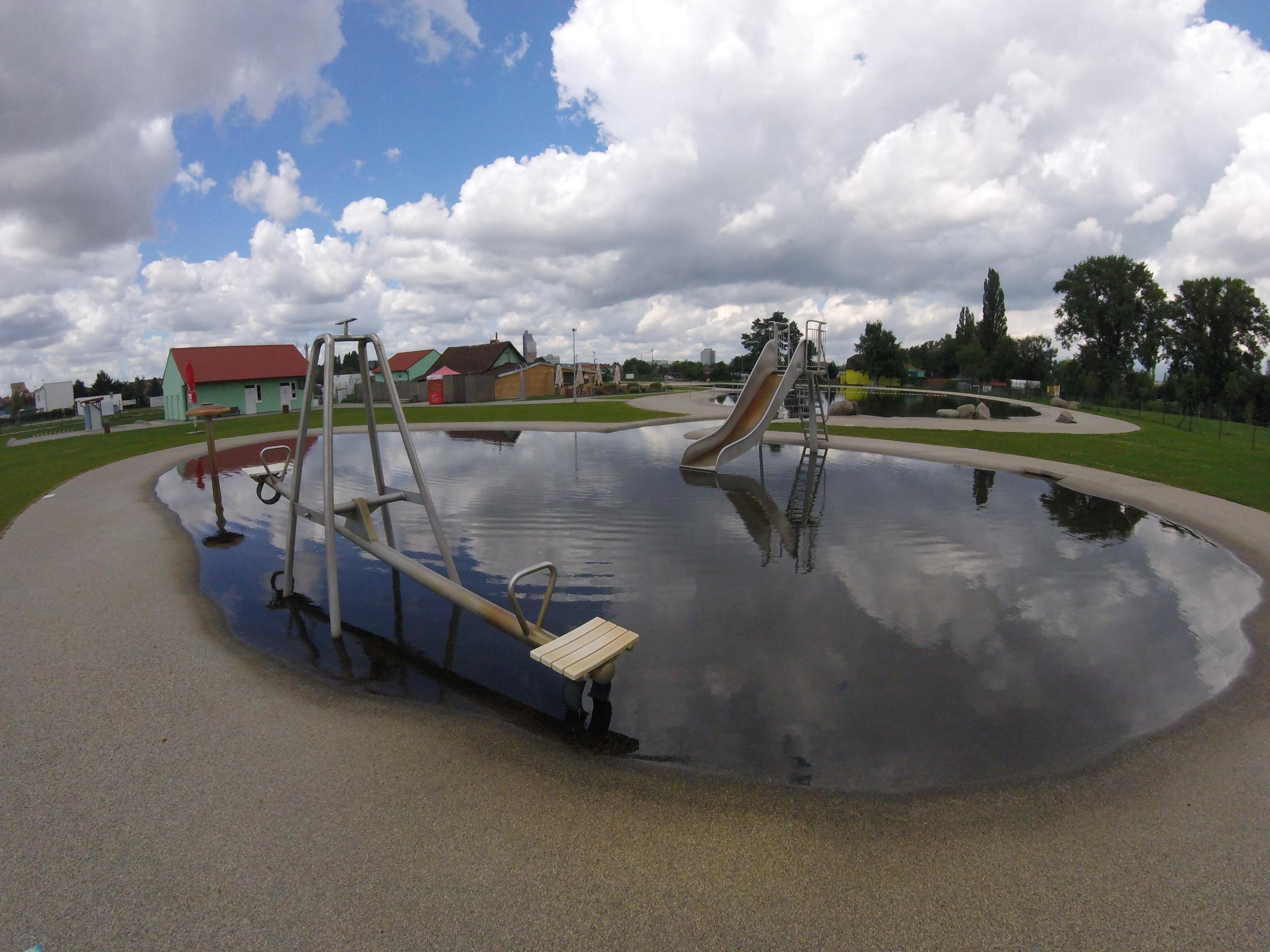 Přírodní koupací biotop Brno-jih v Brně