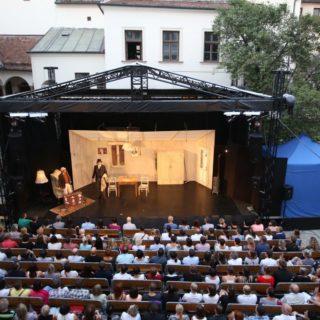 letni-scena divadla Bolka Polívky