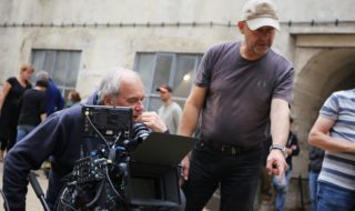 """Natáèení filmu """"Nabarvené ptáèe"""" v brnìnské káznici. Režisér Václav Marhoul."""