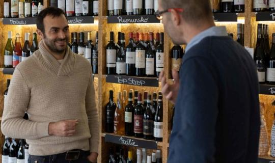 justWINE bar & shop - herec Roman Blumaier a Martin Procházka