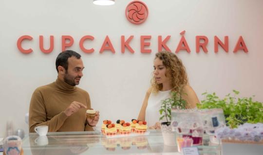 Cupcakekárna - Lucie Svoboda a herec Roman Blumaier