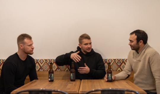 Bistro Bastardo - Tomáš Kundera, David Rešovský a herec Roman Blumaier