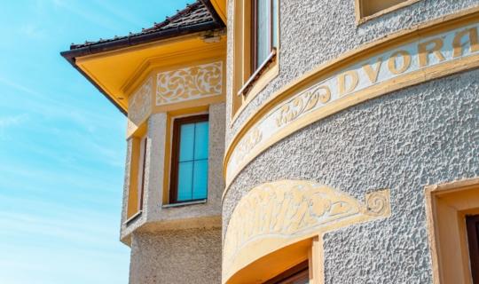 Detail fasády restaurace U Dvořáků, (c) Františka Foto