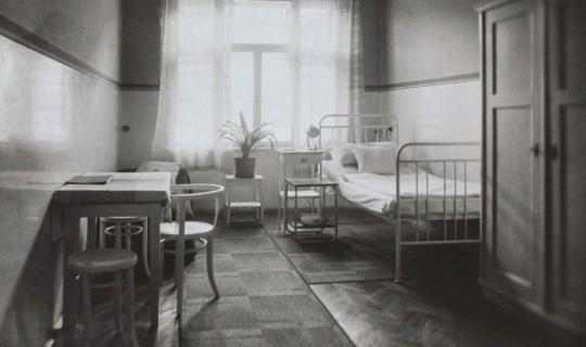 Nemocniční pokoje v Navrátilově sanatoriu byly na tehdejší dobu nadstandardně vybavené. Archiv Ing. Františka Navrátila, úprava JR