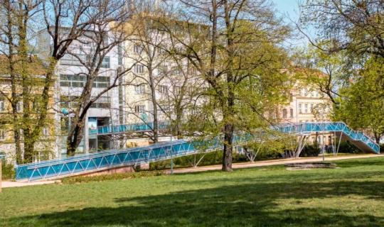 Lávka přes ulici Koliště. Foto_Františka FOTO