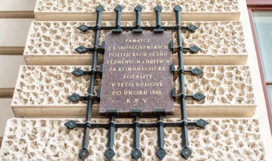 Pamětní deska na ulici Příční 31. Foto_Františka FOTO